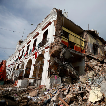 Image: Soldiers remove the debris of a house after an earthquake struck off the southern coast Mexico
