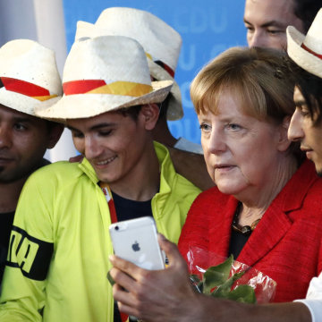 Image: Angela Merkel with Syrian refugees