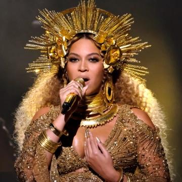 Image: RickyMartin/Beyonce Aid