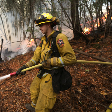Image: Firefighters Work to Contain the Tubbs Wildfire Outside Calistoga