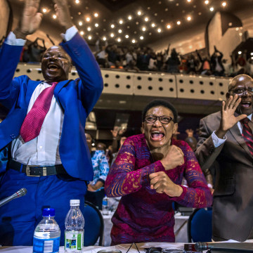 Image: Zimbabwe's members of parliament celebrate after Mugabe's resignation