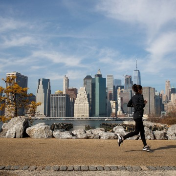 Image: Unseasonably Warm February Temperatures Approach 60 Degrees In New York City