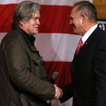 Image: Republican candidate for U.S. Senate Judge Roy Moore and former White House Chief Strategist Steve Bannon