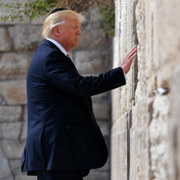 Image: DOnald Trump at Western Wall