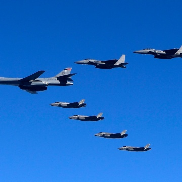 Image: U.S. Air Force B-1B and fighter jets fly over the Korean Peninsula