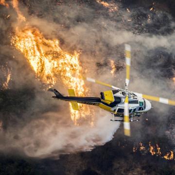 Image: Skirball fire burns in Bel-Air California