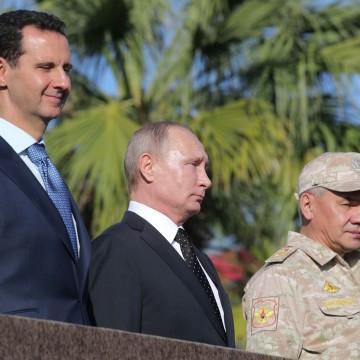 Image: Russian President Vladimir Putin visits Khmeimim Air Base in Syria