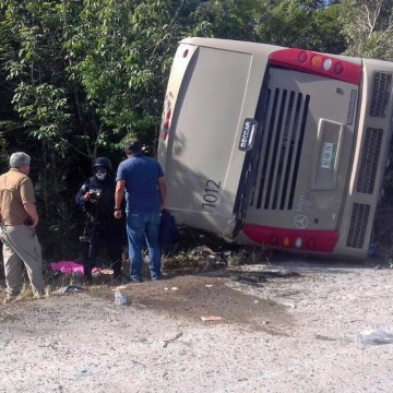 Image: Eleven tourist die in a traffic accident in Mexico
