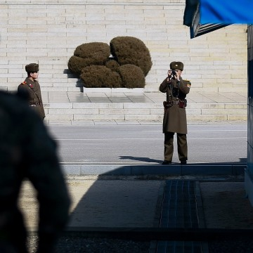 Image: South Korean troops fire warning shots as North Korean troops pursue defector