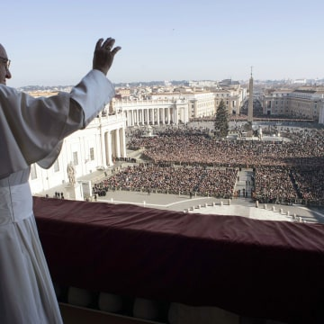 Image: Pope Francis waves to faithful during the Urbi et Orbi