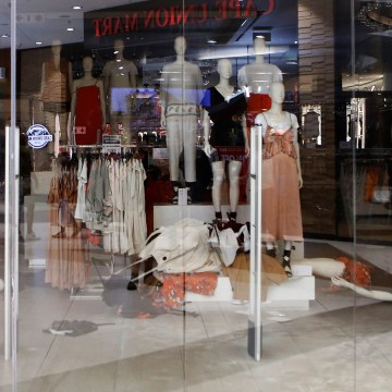 Image: An H&M clothing store is closed after members the Economic Freedom Fighters (EFF) opposition party stormed the store in protest of a alleged racist slogan printed on a hoodie that caused uproar on social media, in Sandton City shopping mall in Joha