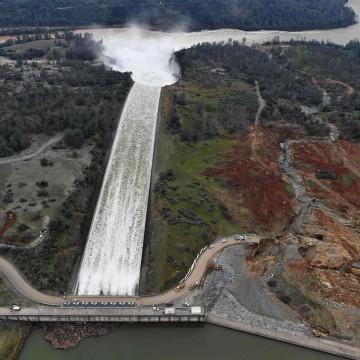 Image: Oroville Dam spillway