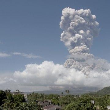 Image: Mayon volcano