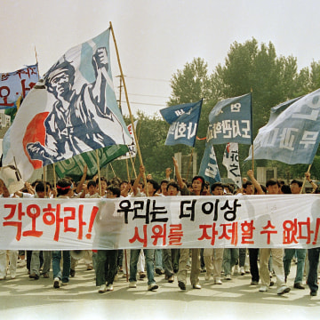 Image: Students protest at Yonsei University to demand North Korea take part in the Summer Olympi   cs in 1988