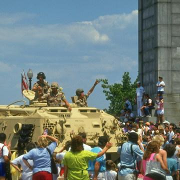 (Prob. M1 A1 Abrams) tank-manning Desert