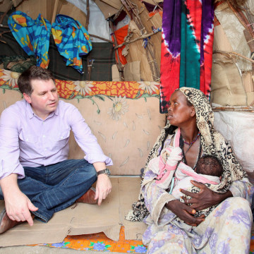Image: FILE PHOTO: Forsyth, Chief Executive of Save the Children UK, talks to internally displaced Somalis at a camp in Hodan district of Somalia's capital Mogadishu
