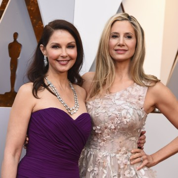 Image: Ashley Judd and Mira Sorvino