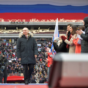 Image: Russian President Putin arrives to take part in a rally to support his bid in the upcoming presidential election, at Luzhniki Stadium in Moscow