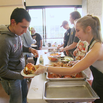 Image: Lincoln High School students prepare meals for homeless youth