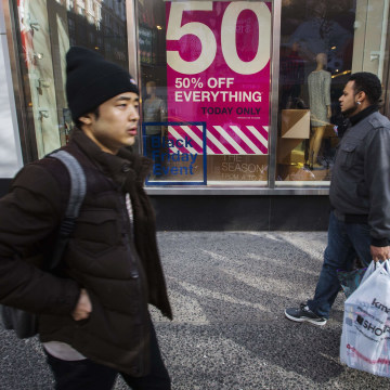 Retail experts say a slow start to the holiday shopping season could mean deeper deals as Christmas approaches.