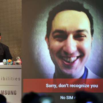 "IMAGE: Matias Duarte, left, senior director of ""Android user experience"" at Google, tries to demonstrate the ""face unlock"" feature of the Samsung Galaxy Nexus Android phone"