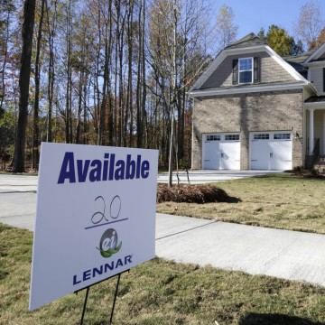 Home resales dropped, hurt by a rise in interest rates, according to the National Association of Realtors.