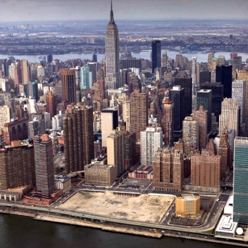 In this photo taken March 22, 2009, an aerial view of New York is shown.  Loan defaults in the worst commercial real estate market in decades have cre...