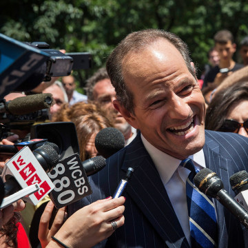 NEW YORK, NY - JULY 08:  Former New York Gov. Eliot Spitzer is mobbed by reporters while attempting to collect signatures to run for comptroller of Ne...