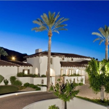 Wayne Gretzky has listed his Scottsdale, Ariz. residence for $3.395 million.