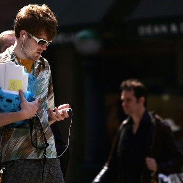 A man holds an Apple iPod 5 in New York City.