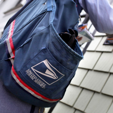 Image: Letter carrier