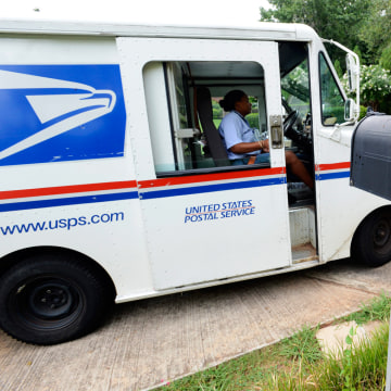 epa03330123 United States Postal Service letter carrier Letonya Lawson makes her deliveries in Avondale Estates, Georgia USA, 31 July 2012. The U.S. P...