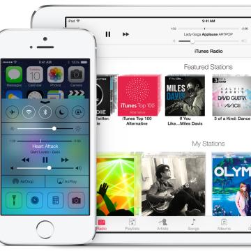 iPhone 5S and iPad Mini running iOS 7