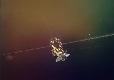 Cassini Completes First Successful Dive Between Saturn and Its Rings
