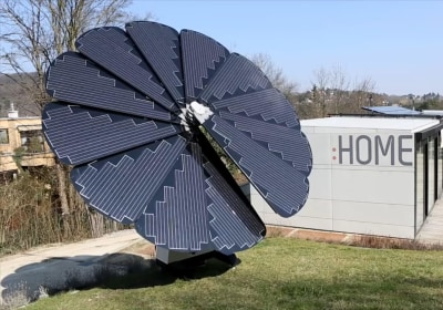 This Flower-Shaped Solar Panel Array Follows the Sun