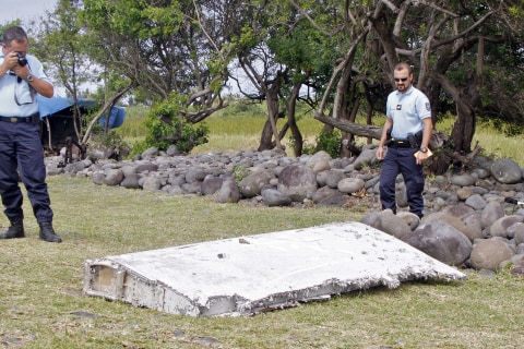 Search for MH370 Resumes, Almost 4,000 Miles Away