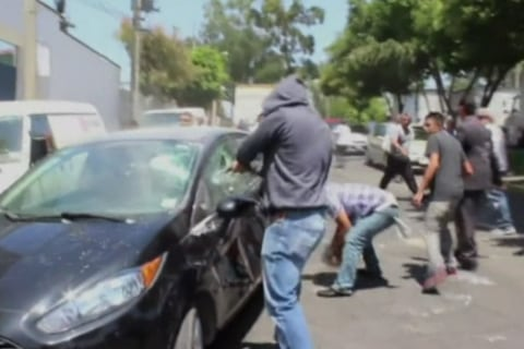 Angry Mob Attacks Uber Drivers in Mexico