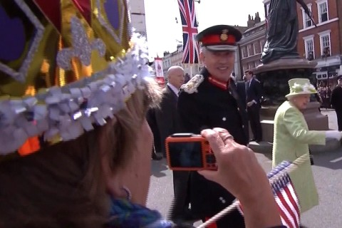 OMG: How Royal Fans Watched the Queen of England Walk Past
