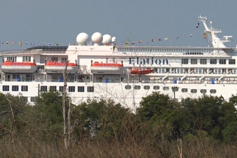 Cruise Ship Loses Power, Limps Back to Port