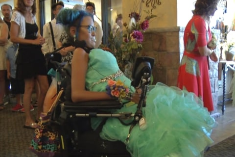 Wisconsin Community Organizes Last Dance for Dying Teen