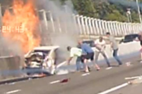 Bystanders Rescue Elderly Woman From Burning Car