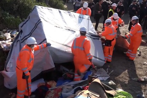 Thousands Evicted as 'Jungle' Migrant Camp Demolished