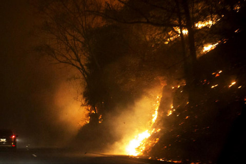Tennessee Wildfires Threaten Dollywood; Officials Suspect Arson