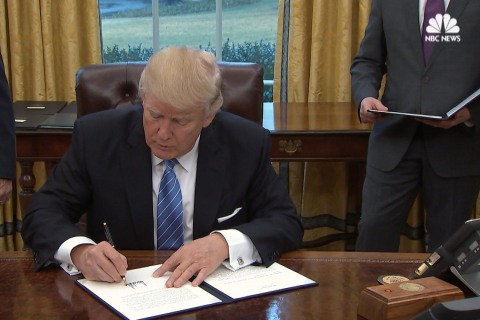 Trumps Signs Three Executive Orders, Including TPP Withdrawal