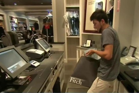 As Stores Close Nationwide, Summer Retail Jobs for Teens Dry Up