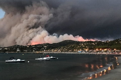 Tourists Evacuated as French Riviera Is Ravaged by Wildfires