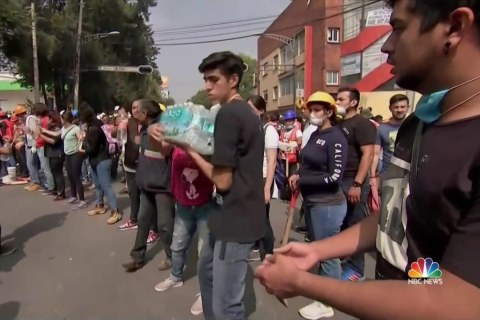 Everyday Citizens Lend a Hand in Mexico City After Earthquake