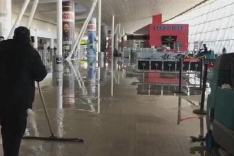Water main break causes mayhem and delays at JFK Airport
