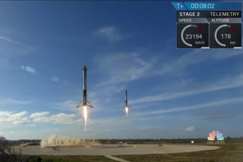 SpaceX's Falcon Heavy rocket nails its maiden test flight