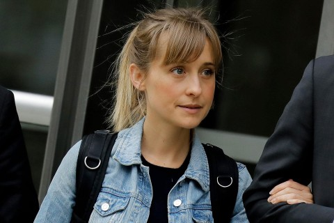 Allison Mack leaves courthouse, swarmed by cameras